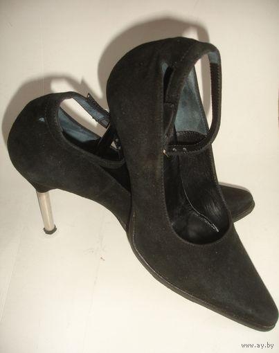 Красивые туфли натуральный замш марк 36 Италия