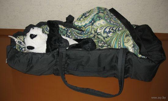 Сумка переноска для младенцев немецкой фирмы Hartan. Размеры спального места 80х30см. Состав материала: внутренний слой 100% хлопок, наружная часть 50% хлопок 50% пэ. Внутри синтепон. Ручки съемные, к