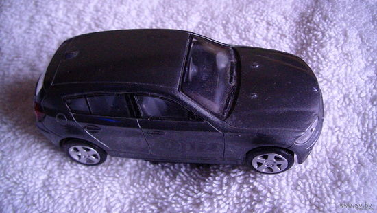 Модель. BMW 1 - Series (мокрый асфальт). расспродажа коллекции