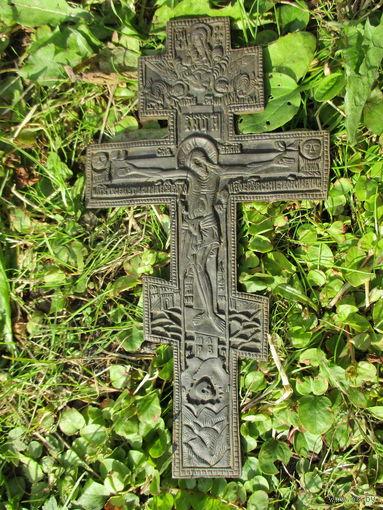 Старинный медный крест-распятие