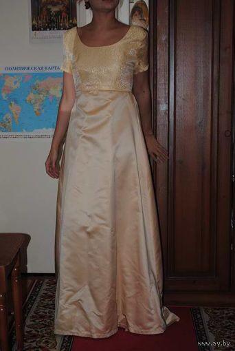 Самое красивое вечернее платье итальянского пошива по очень разумной цене, можно как на выпускной вечер, уверенна, что этот стиль Ампир никого не оставит равнодушным к себе.