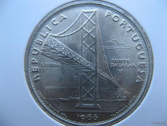 Португалия 20 эскудо 1966г. Открытие моста Антониу Салазара. (юбилейная) серебро