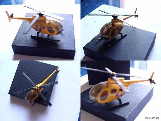Модель спортивного  вертолёта, жёлтого цвета. двухлопастной.  распродажа
