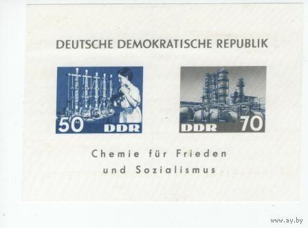 ГДР 1963 Mi N 950-951** Block 18  Химическая индустрия ГДР марка на дедероне (пластик)