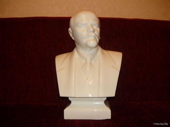 Бюст В.И.Ленина,фарфор.