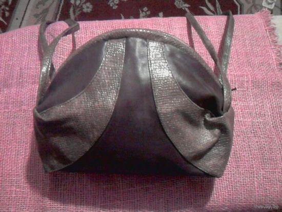 Маленькая круглая коричневая сумочка