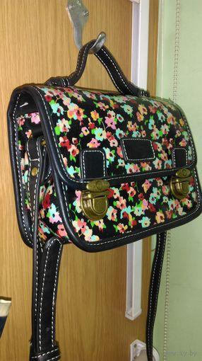 Маленькая сумочка-барсетка (женская). Новая.