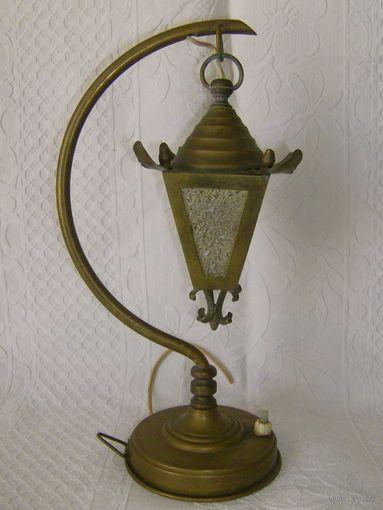 Старенькая настольная лампа. Латунь. Высота 30 см.