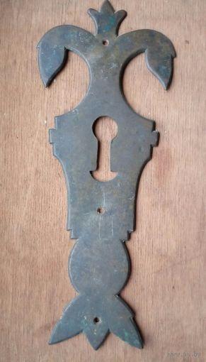 Накладка на сундук личина старинная