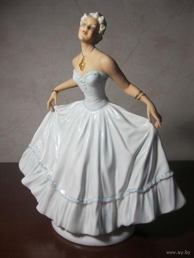 """""""Девушка в реверансе"""" - Unterweissbach - Германия. 1950 года."""
