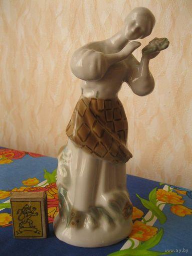 """Красивая фарфоровая статуэтка """"Калинка"""". СССР, вторая половина прошлого века."""
