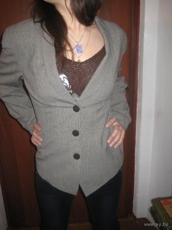 Офисный пиджак  на кнопках под пуговицамир.46-48