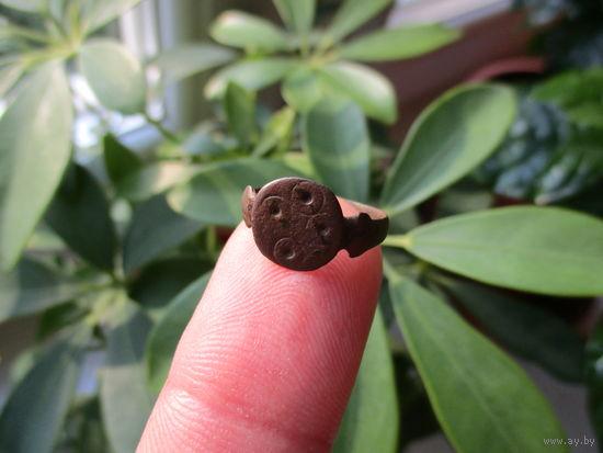 Старинный славянский перстень или перстень оберег с солярными символами созвездия