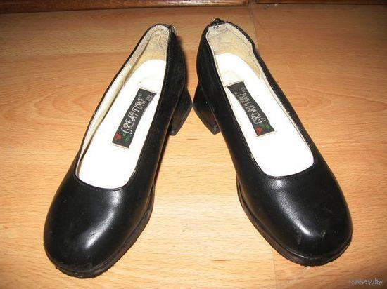 Красивые школьные туфли