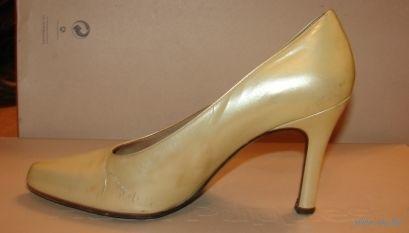 Туфли кремовые лакированные 38 р-р