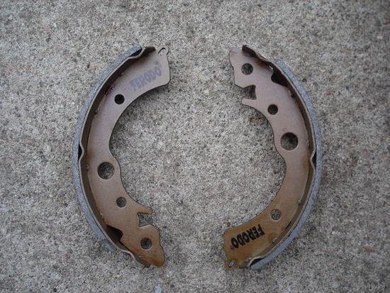 Тормозные колодки задние  барабанные для HONDA CIVIC И ROVER, пр-во Италия Ferodo FSB204 180x31