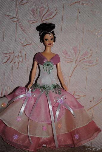 """Продам новое ПЛАТЬЕ для куклы Барби: """"БАРОНЕССА"""" - машинный самошив, сидит весьма аккуратно. Сама кукла, как и её головной убор в стоимость не входят. Пересыл по почте платный!"""