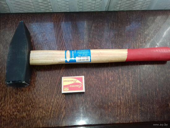 Молоток 1,5 кг слесарный НОВЫЙ с деревянной ручкой