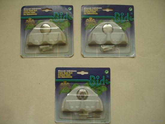 НОВЫЕ крючки настенные пластиковые для ванной комнаты на три рожка.Польша(цена за один)