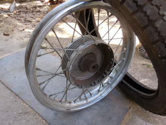 Колесо  и резина от мотоцикла иж