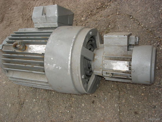 ЭЛ.ДВИГАТЕЛЬ 4АРИ112М-2  380V; 6KW; 900об/мин; 48кг; c доп. вентилятором и автоматическим  приводом 180w; 2820 об/мин; 380/220V .