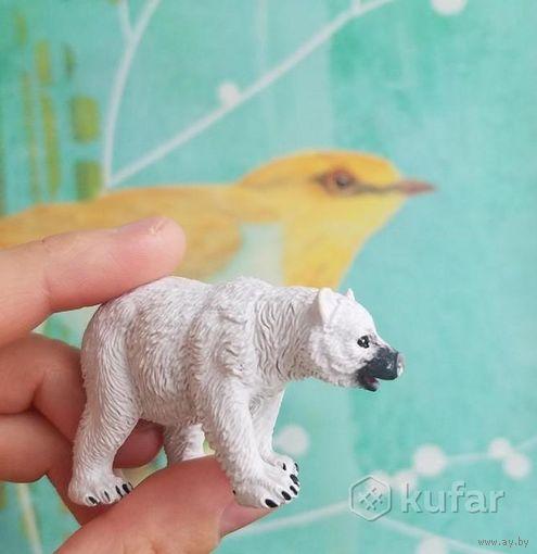 Белый мишка