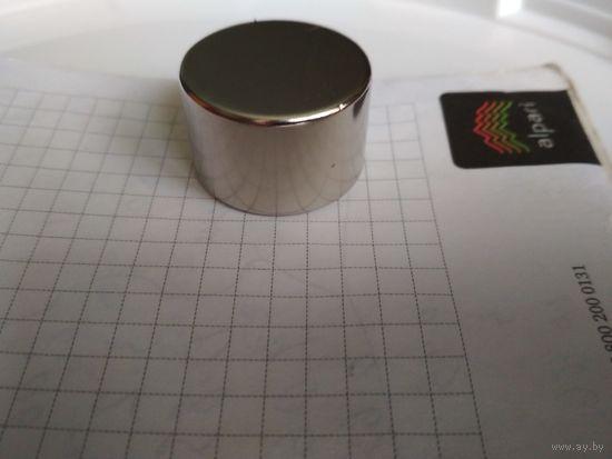 Неодимовый магнит 30 мм х 20 мм. сила сцепления 34 кг.