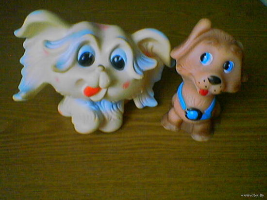 Собаки: итальянская собачка (возможно из маленьких терьеров) и советский песик.
