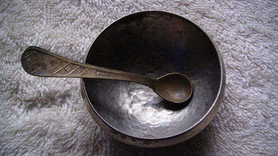Сольничка латунная с ложечкой. распродажа