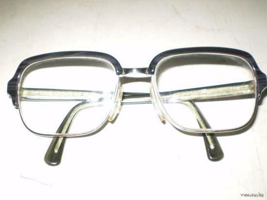 Очки в отличном состоянии с линзами + диоприй
