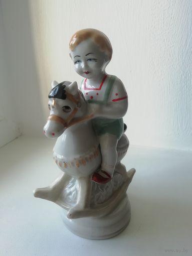 Статуэтка СССР Мальчик на лошадке В отличном состоянии с рубля